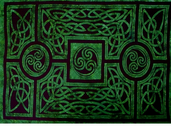 Celtic Circles Top Quality Mens Sarong in Emerald Green