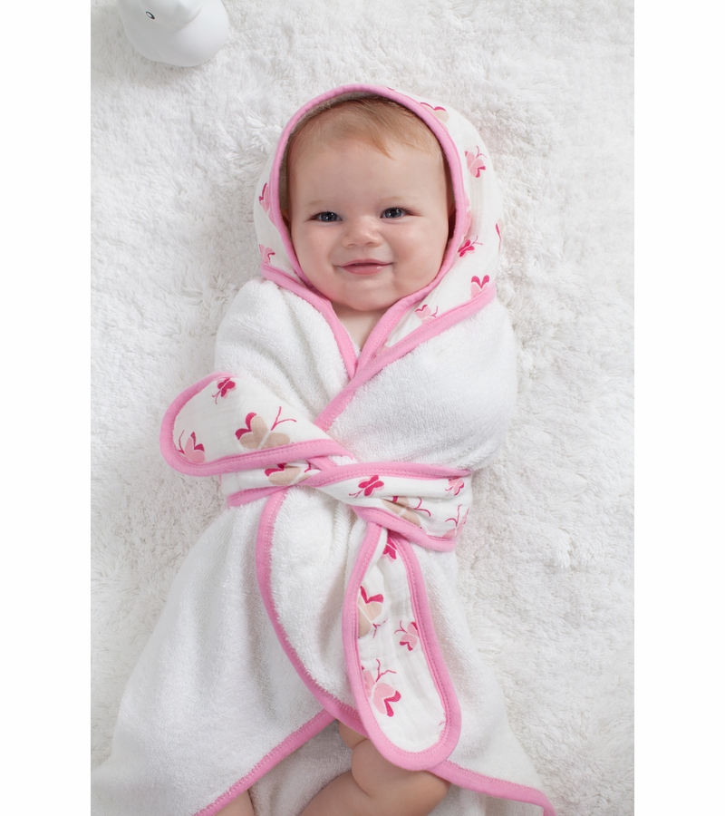 Organic Baby Bath Wrap $ Find a glo Retailer Become a glo Retailer Chicken Bath Wrap features beak and matching wings with white stitch detail, a padded comb, and scalloped tail. These Bath Wraps make a great baby shower gift or a fun addition to bath .
