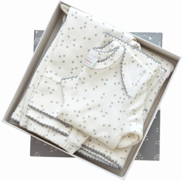 Auggie 4 Piece Orangic Layette Set in Pebble Grey