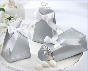 Elegant Love Icon Wedding Favor Boxes (Set of 24)