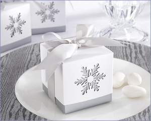 Laser-Cut Snowflake Favor Box (Set of 24)