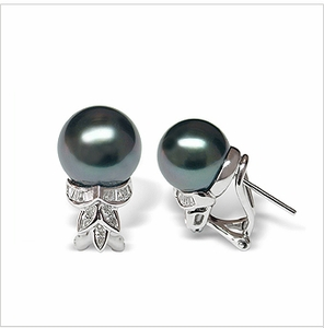 Beata a Black Tahitian South Sea Cultured Pearl Earring