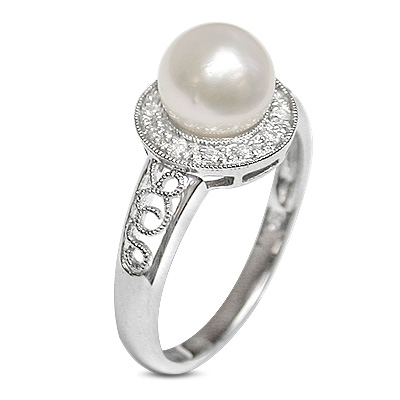 Celo a Japanese Akoya Cultured Pearl Ring