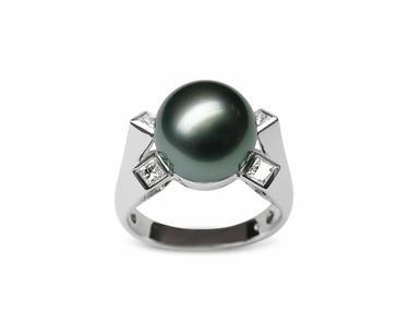 Diva a Black Tahitian Cultured Pearl Ring