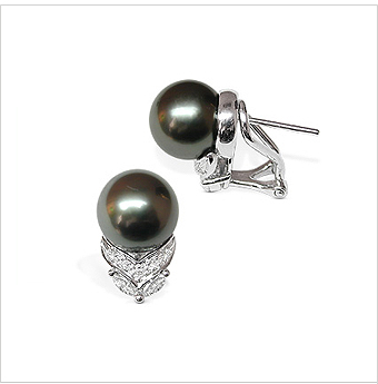 Elaine a Black Tahitian South Sea Cultured Pearl Earring
