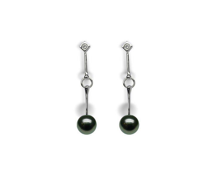Petunia a Black Tahitian Cultured Pearl Earring