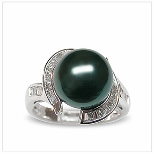Queenie a Black Tahitian South Sea Cultured Pearl Ring