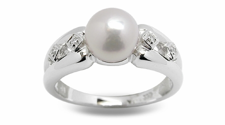 Quintessa a Japanese Akoya Cultured Pearl Ring