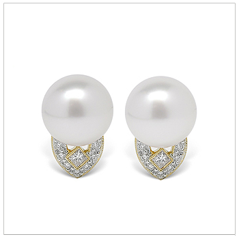 Toci a White South Sea Cultured Pearl Earring
