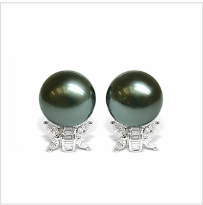 Veda a Black Tahitian Cultured Pearl Earring