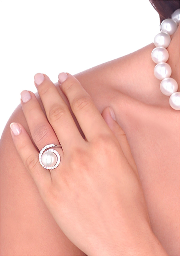 Virgo a White South Sea Cultured Pearl & Diamond Ring