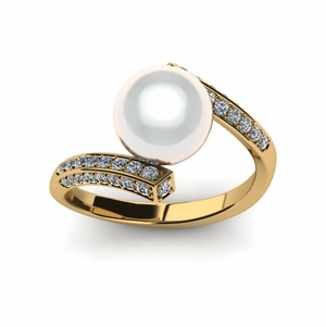 White South Sea Muse Ring
