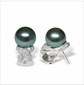 Xenia a Black Tahitian South Sea Cultured Pearl Earring