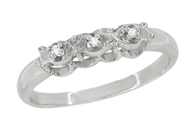 Antique Retro Moderne Diamond Set Filigree Wedding Ring in 14 Karat White Gold