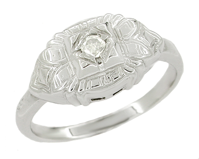 Art Deco Diamond Ring in 14 Karat White Gold