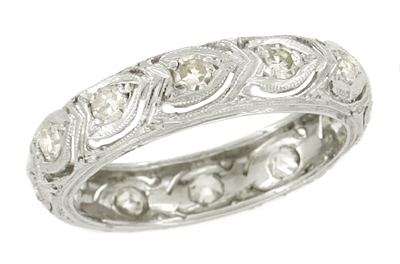 Oronoke Art Deco Filigree Hearts Platinum and Diamond Estate Wedding Band - Size 5.75