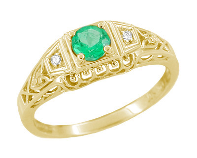 Art Deco Filigree Emerald and Diamonds Engagement Ring in 14 Karat Yellow Gold
