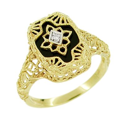 Art Deco Filigree Onyx and Diamond Ring in 14 Karat Yellow Gold
