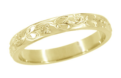 Art Deco Flowers and Leaves Carved Wedding Ring in 14 Karat Yellow Gold