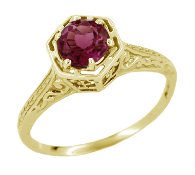 Art Deco Rhodolite Garnet Engraved Filigree Ring in 14 Karat Yellow Gold