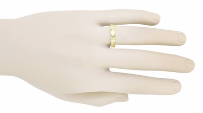 Art Deco Vintage Style Flowers and Leaves Millgrain Edged Wedding Band in 14 Karat Yellow Gold - Item R1160Y - Image 3