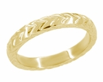 Art Deco Wheat Carved Wedding Band in 14 Karat Yellow Gold