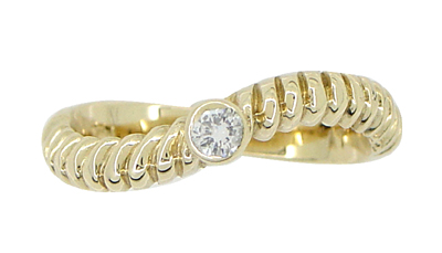 Vintage Diamond Twist Ring in 14 Karat Yellow Gold