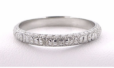 Edwardian Flowers and Bows Antique Wedding Ring in 18 Karat White Gold - Size 6 1/4 - Item R720 - Image 2