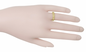Art Deco Orange Blossom Flowers Wedding Band in 18 Karat Yellow Gold - Size 5.75 - Item R165Y - Image 1