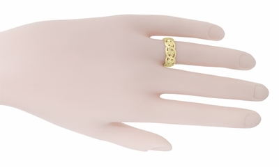 Scrolls and Pansy Flowers Mid Century Filigree Wedding Ring in 14 Karat Yellow Gold - Item R1114Y - Image 2