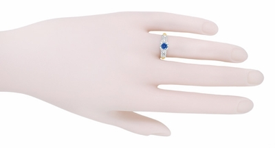 Mid Century Cornflower Blue Sapphire Engagement Ring in 14K Yellow & White Gold | 1950s Vintage Style - Item R728 - Image 4