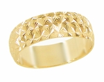 Mid Century Retro Starbursts Engraved Wedding Band in 14 Karat Yellow Gold