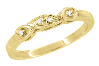 Retro Moderne Diamond Set Filigree Wedding Ring in 14 Karat Yellow Gold