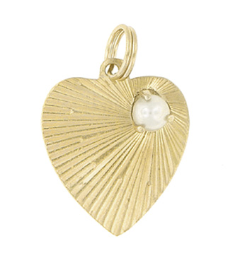 Vintage Heart Pendant set with Pearl in 14 Karat Yellow Gold