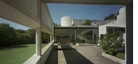 Featured photograph (� Richard Pare) is reproduced from <I>Le Corbusier: An Atlas of Modern Landscapes</I>.