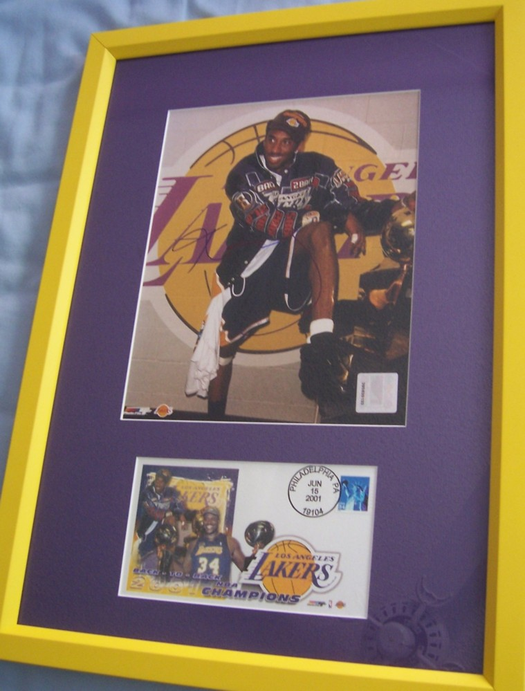 Kobe Bryant Autographed Los Angeles Lakers 2001 Nba