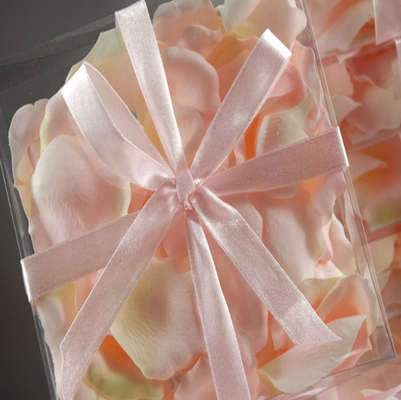 Silk Rose Petals  Pale Pink  ( 60 petals/ box )