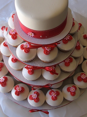 Cake plateaus, cup cake towers and wraps