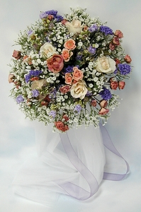 DIY  Wedding Projects: How to make a Round Floral Bouquet - Click to enlarge
