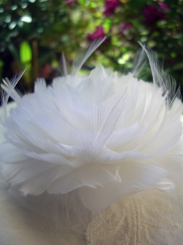 "Feather Flowers Open White Gardenia Feather Flowers for Hair (4.5"")"