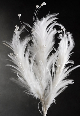 Feathers and Pearls Stem White 22 in.