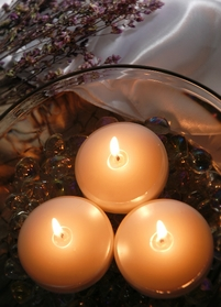 Floating Candles Pearlescent White 3 in. (6 candles)