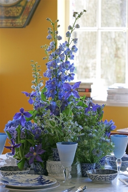 "Flower Arranging with Fresh Flowers ""How to select and prolong the freshness of flowers"""