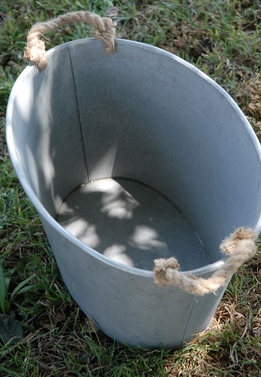 Large Metal Tub with Rope Handles 14 x 20.5 Oval
