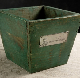 Belle Jardini�re Square Wood Planter Box