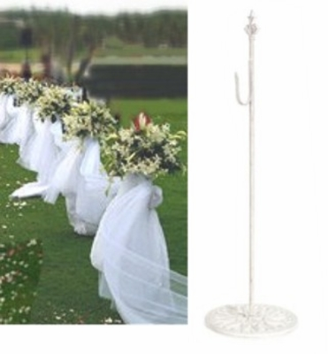 Stanchions, tulle stands