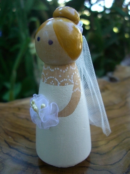 Wood Cake Toppers : Elegant Bride Tulle Veil & Bouquet Blonde Hair