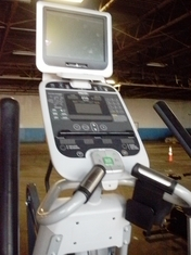 Precor EFX546i Experience Series Elliptical w/TV (Reconditioned)