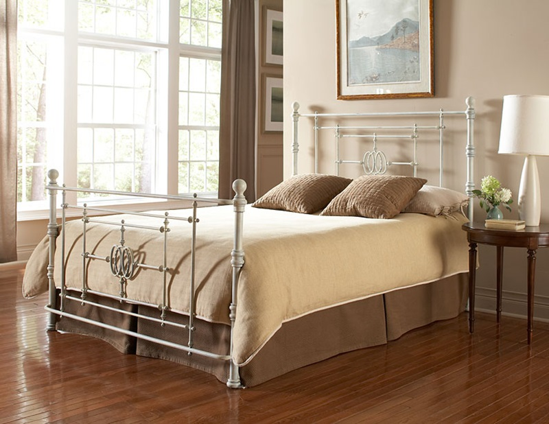 lafayette shabby chic four poster distressed finish metal bed frame queen white b11145 by fashion bed group bizchaircom