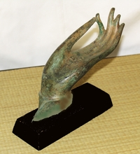 "Bronze Buddha Hand - Small ""Vitarka Mudra"" Teaching Gesture On Base"